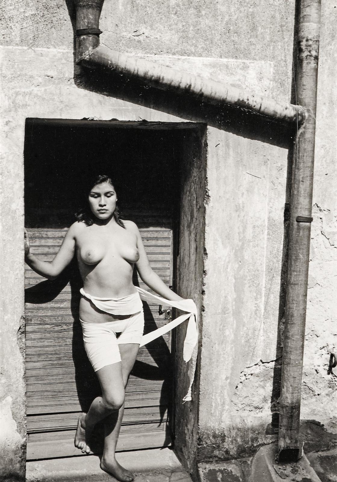 Manuel Alvarez Bravo-Cuando La Buena Fama Despierta (When Good Reputation Awakens)-1938