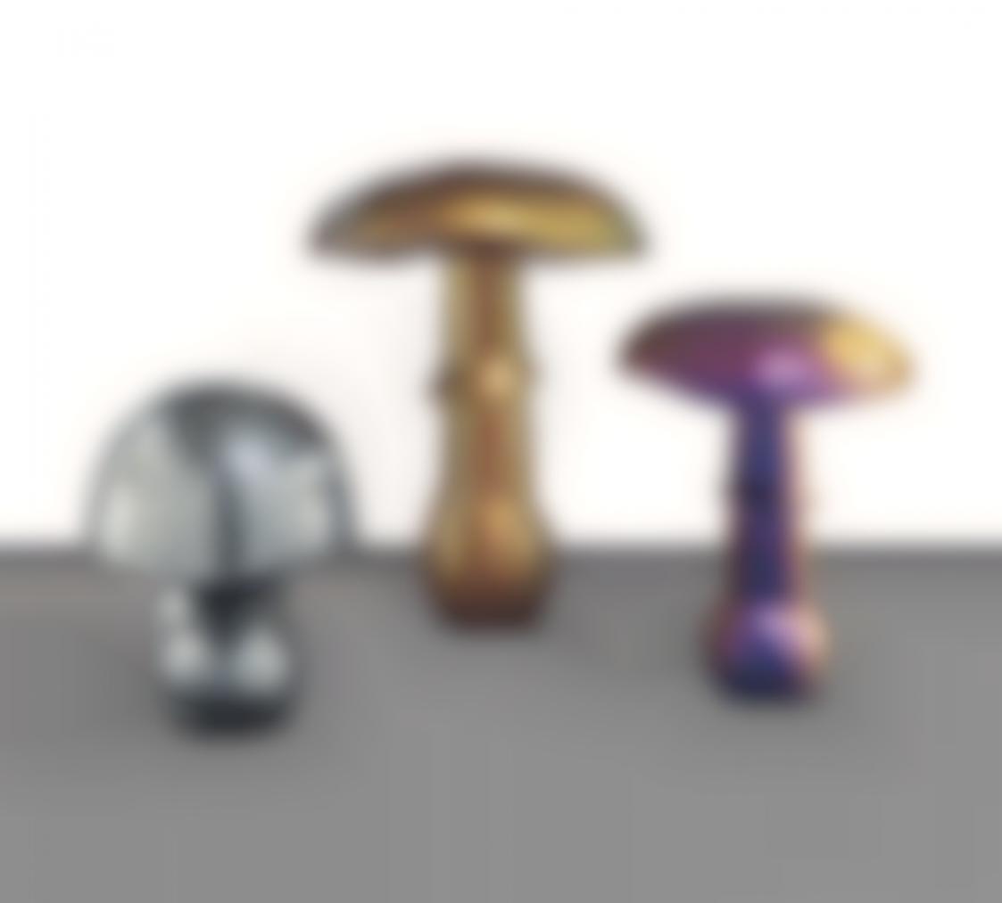 Sylvie Fleury-Mushroom (Starchrom III Evo 1- Rage Extreme GP-Holographie Glitter); Mushroom (UG Autowave blau-met Libelle 55-483-x Stardust); Mushroom (UG Silber met-Auotwave CM 308 C4-Black Jade-Amber Gold)-2008