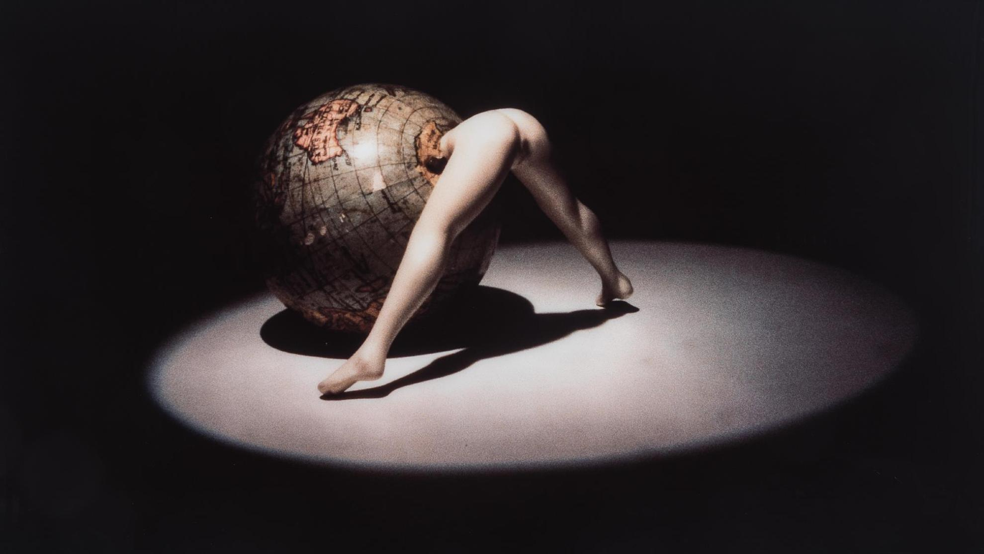 Laurie Simmons-Bending Globe-1991