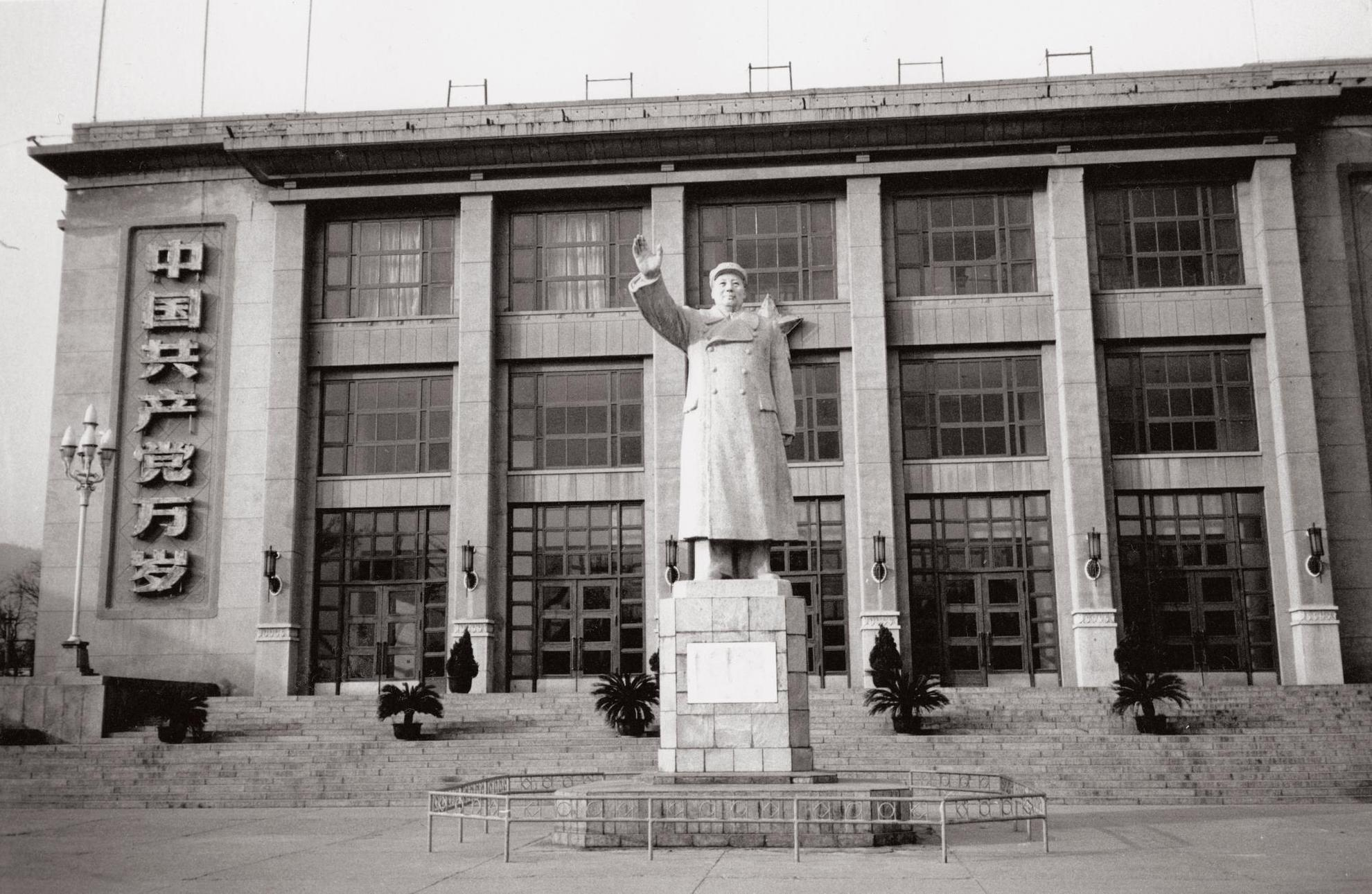 Andy Warhol-Statue Of Mao And Building-1982