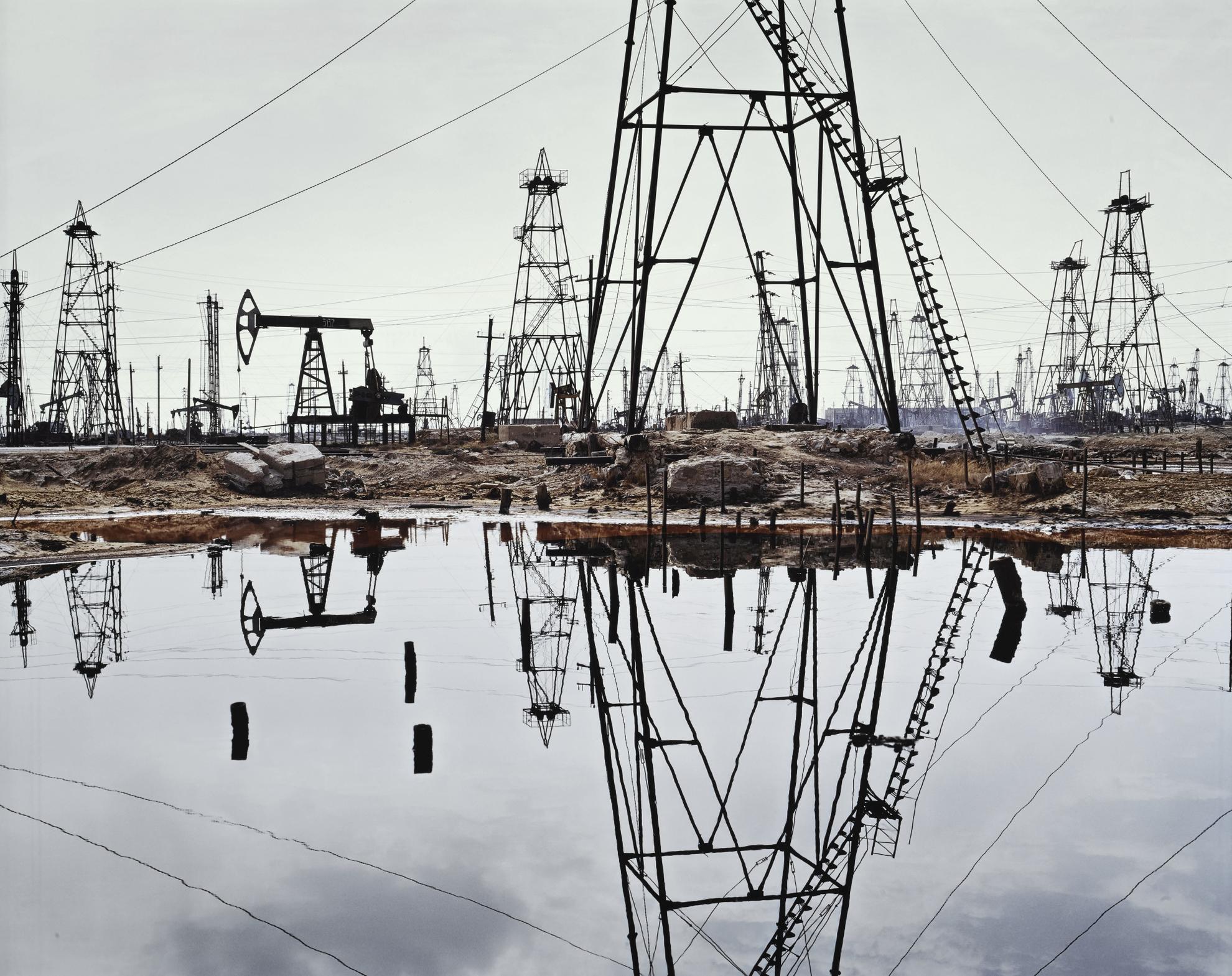 Edward Burtynsky-Socar Oil Fields #3, Baku, Azerbaijan-2006