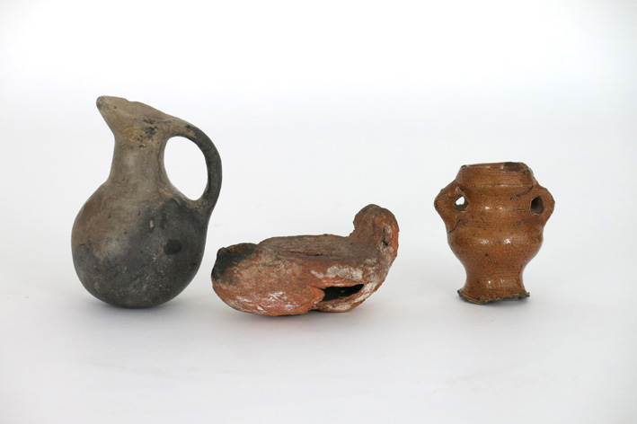 Three archeological finds in earthenware-