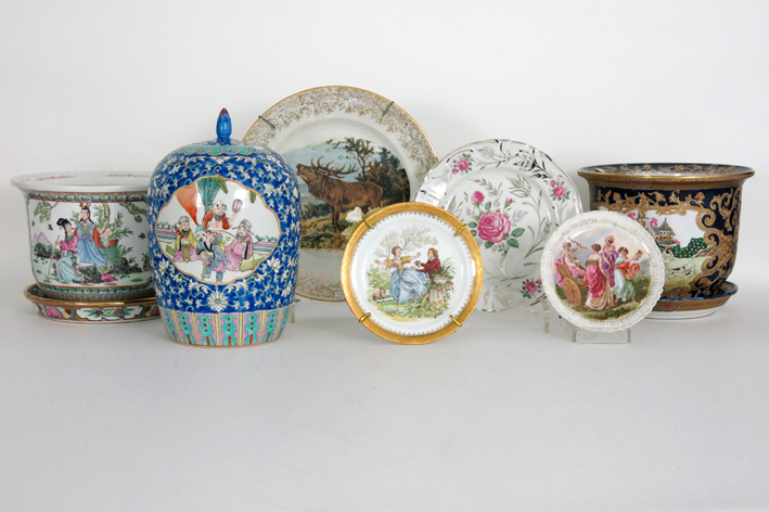 Several items in porcelain-