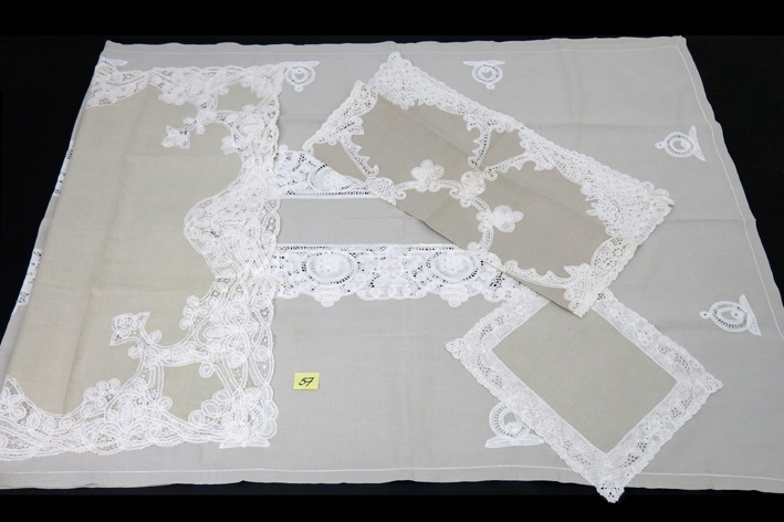 Table-cover with lace-