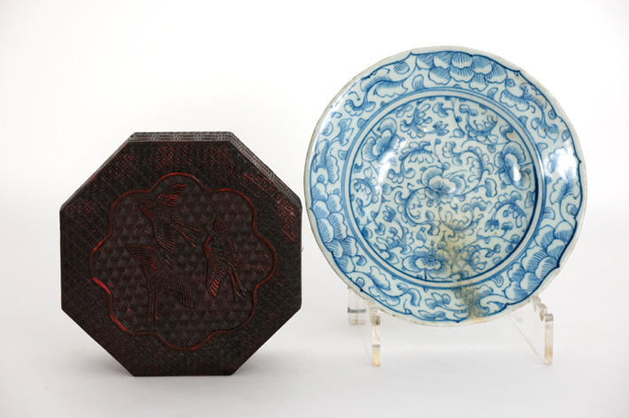 Chinese plate in porcelain and a Chinese box in lacquerware-