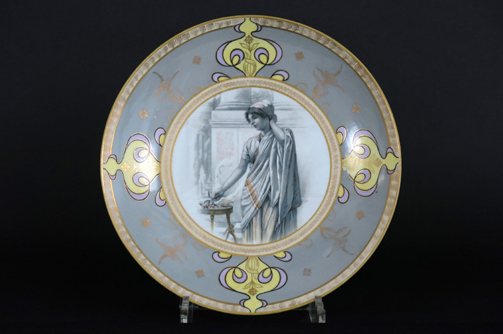 Art Nouveau-dish in porcelain with the typical representation of a lady-1900