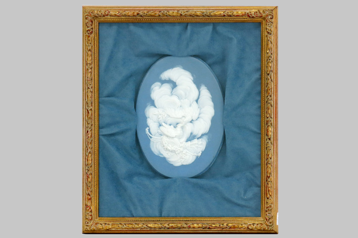 Oval cameo plaquette in porcelain-
