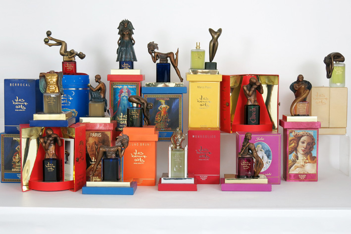 Collection with 14 quite special perfumebottles in crystal with bronze top with a sculpture-
