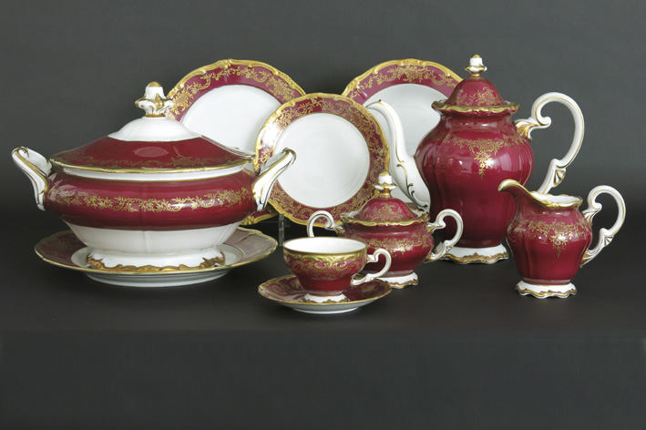 Dinner- and coffeeset in marked 'Limoges' porcelain-