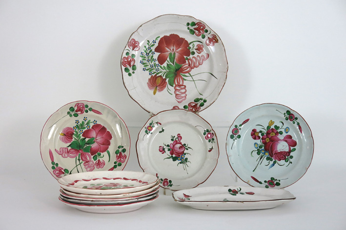 10 pieces of French earthenware-