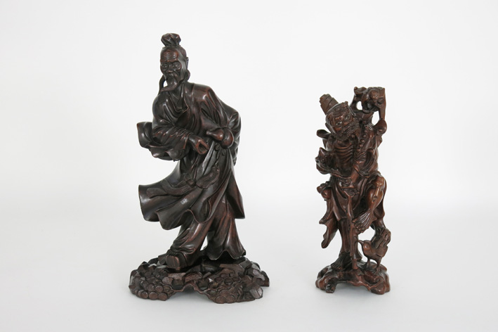 2 Chinese sculptures in wood-