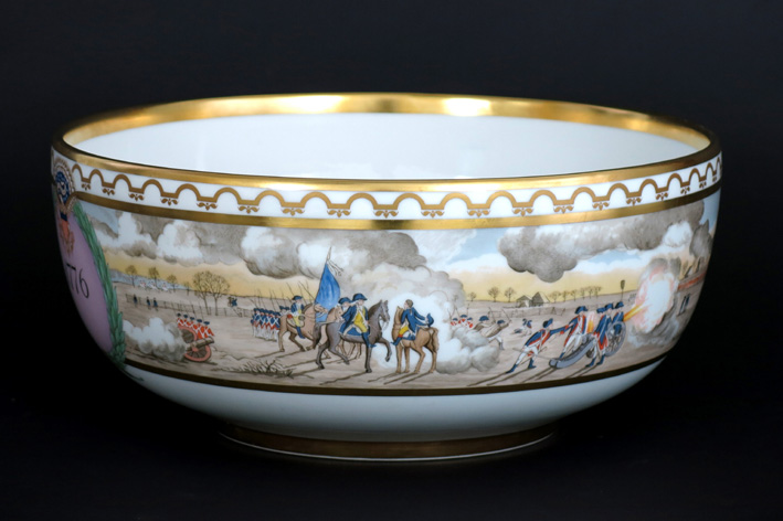 Quite big bowl in marked 'Royal Kopenhagen' porcelain edited for the 200 year Independance of the USA-1776