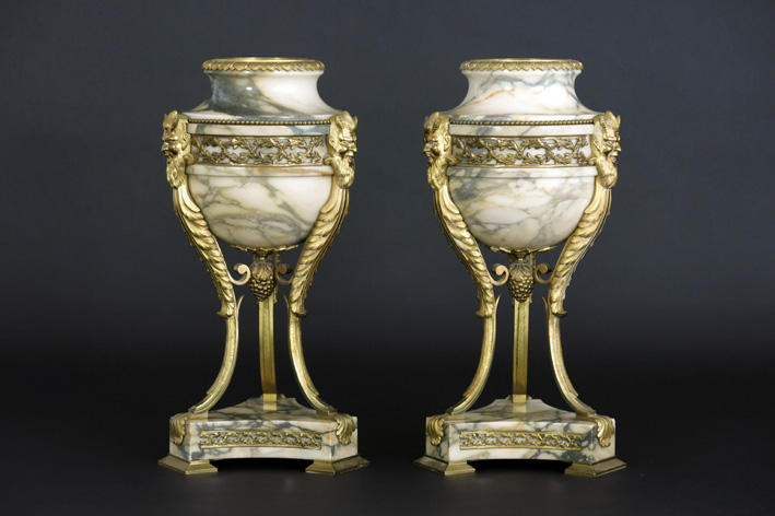 Pair of neoclassical urns in marble and bronze-