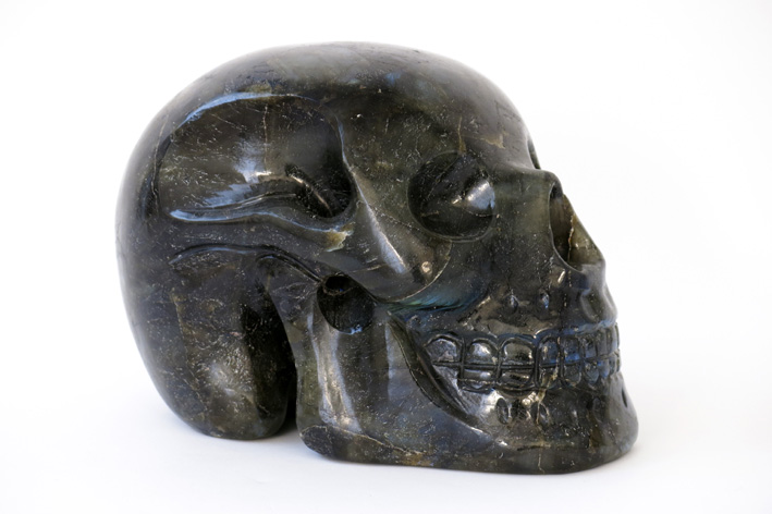 Collector's item: sculpture in labradorite (27650 carat) in the shape of a skull-