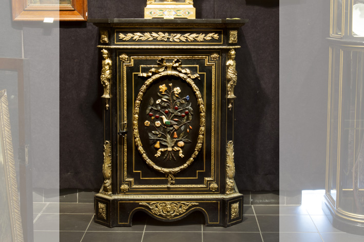 Superb 19th Cent. French Napoleon III cabinet in 'Boulle' with ebony, with mountings in guilded bronze and with an oval medaillon with inlaid semi-precious stones-1870