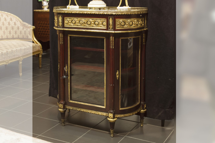 Very nice 19th Cent. French neoclassical displaycabinet in mahogany with superb mountings in guilded bronze-