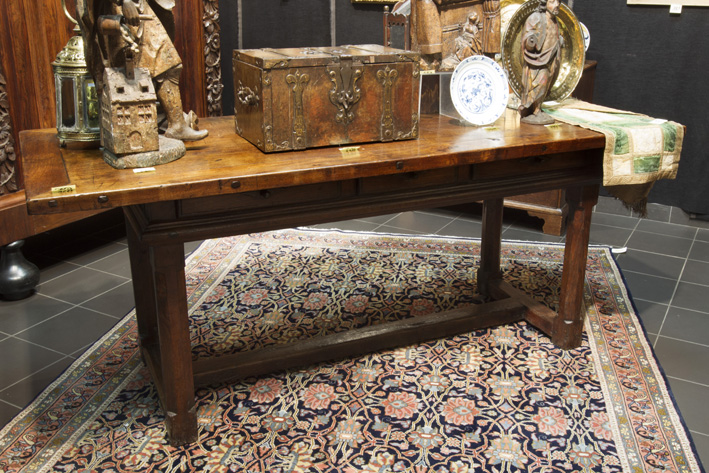 Very good 17th Cent. three drawer refectory-table in walnut-