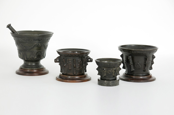 Four good antique mortars in bronze or brass-