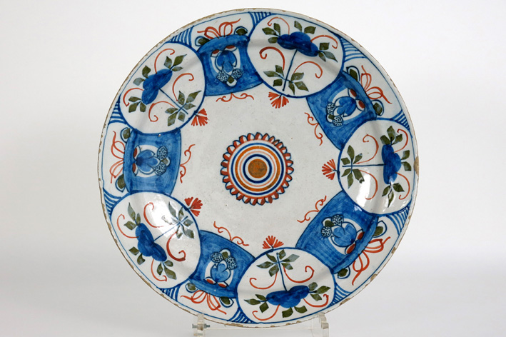18th Cent. round dish in earthenware from Delft-