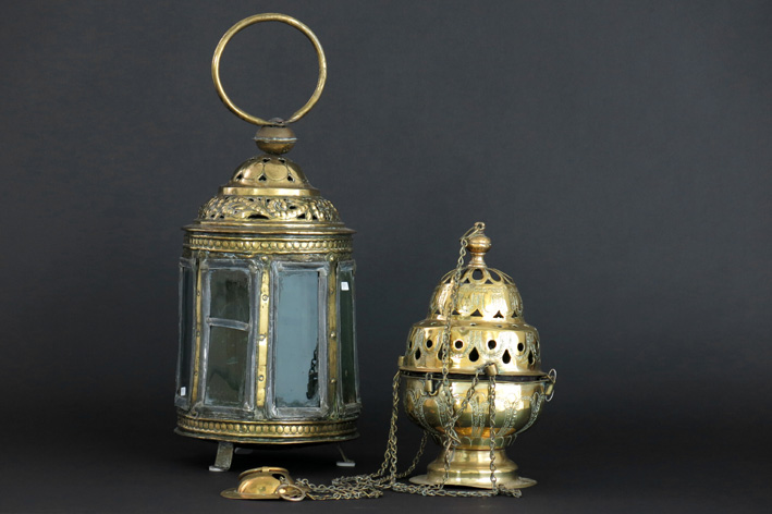 18th Cent. Flemish octogonal last sacrament's lantern in brass with old glass and an antique incense burner in brass (ca 1800)-