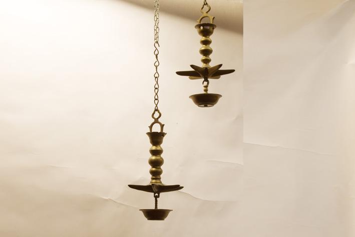 Pair of antique Sabbat-oillamps in bronze-