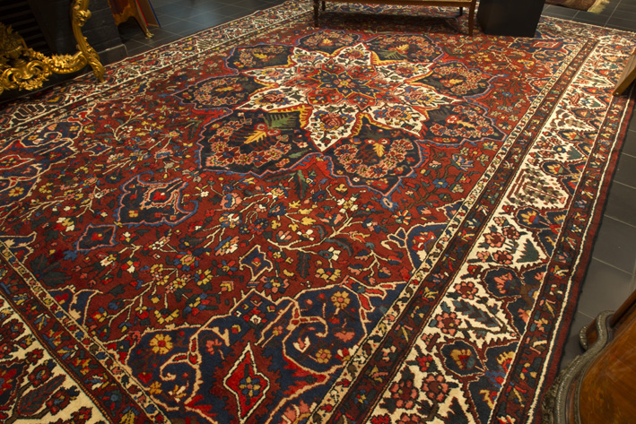 19th Cent. Persian Malayer in wool with vegetal colors-