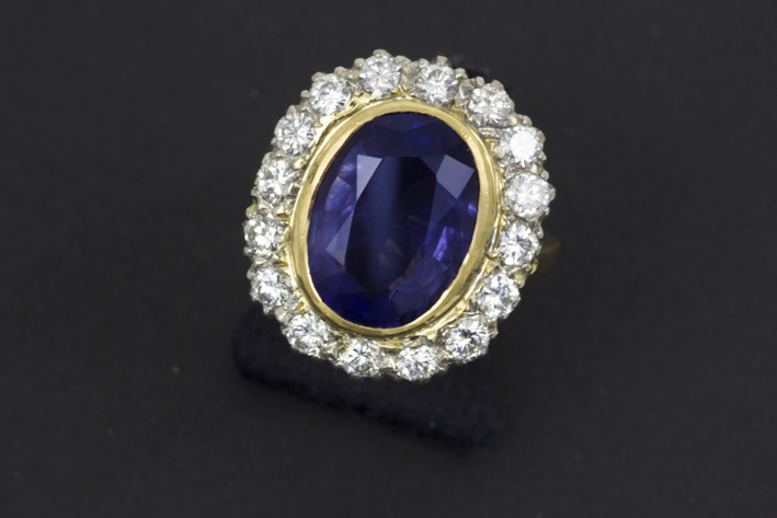 Classic ring in grey and yellow gold (18 carat) with an oval ca 4 carat real iolite and ca 1,60 carat of high quality brilliant-