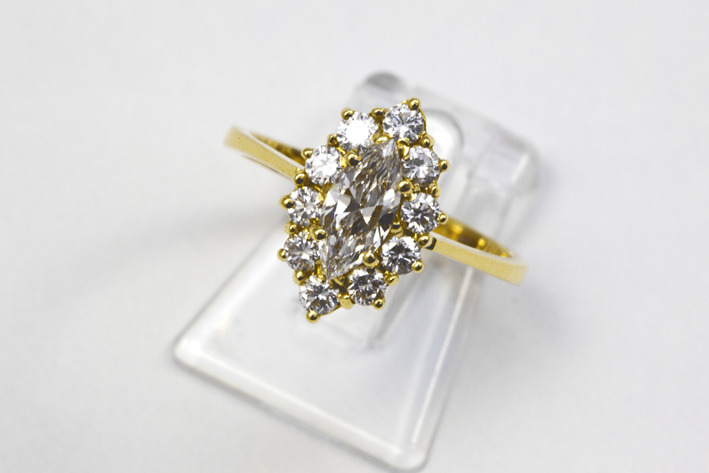 Ring in yellow gold (18 carat) with a marquise cut brilliant of 0,52 carat and ca 0,60 carat of  brilliants in classic cut-