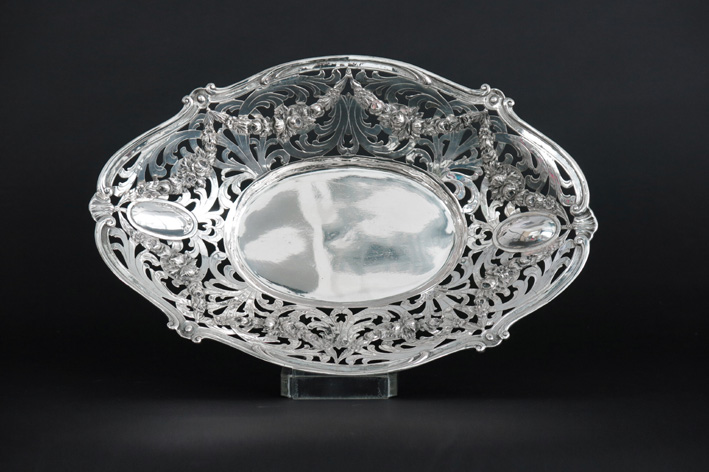 Oval German basket with festoons in marked silver-