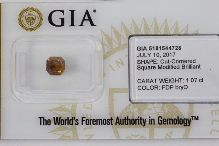 Fancy color brilliant of 1,07 carat with natural fancy orange color-