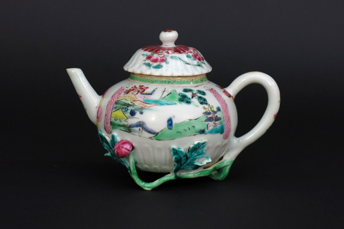 18th Cent. Chinese teapot in porcelain-