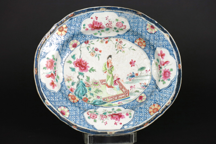 Oval 18th Cent. Chinese dish in porcelain, marked with a pink bouquet-