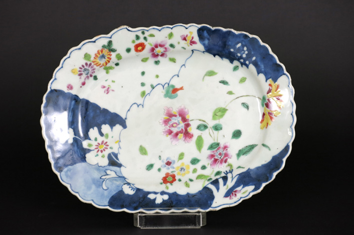 18th Cent. Chinese dish with a rare tobaccoleaf shape in porcelain-