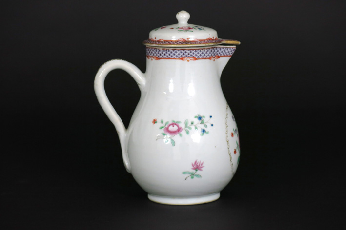 18th Cent. Chinese lidded teapot in porcelain-