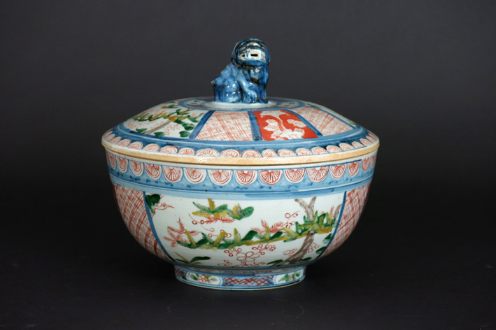 Antique Chinese lidded tureen in marked porcelain-