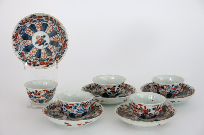 Five 18th Cent. Chinese sets of cup and saucer in porcelain with Imari-decor-