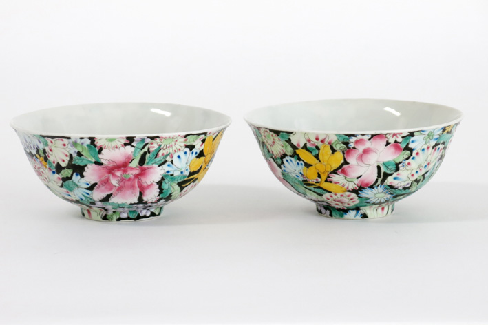 Pair of Chinese bowls in marked porcelain-