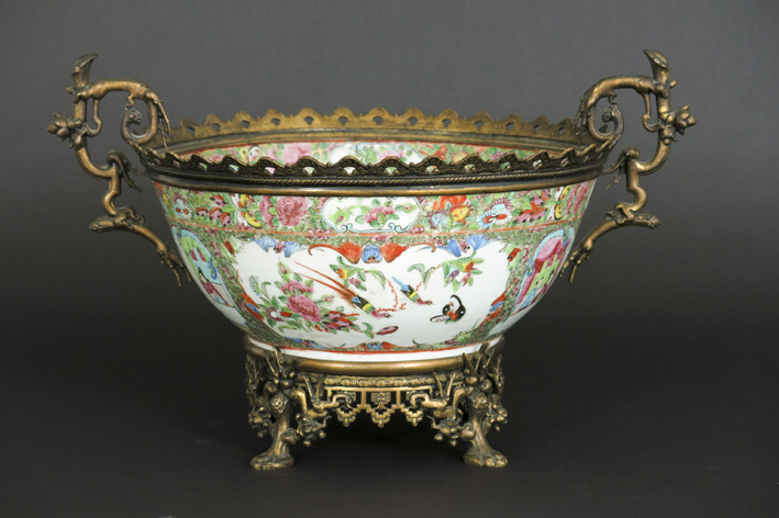 19th Cent. Chinese bowl in porcelain with a European mounting in bronze-