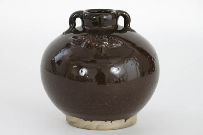 Small Chinese urn in glazed earthenware-