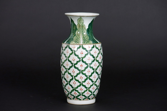 Small Chinese vase in porcelain-