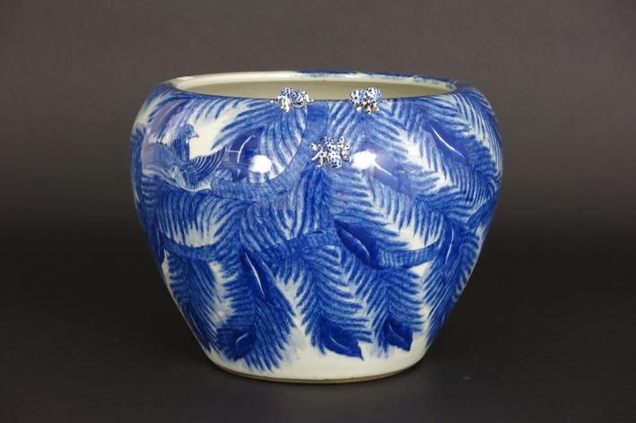 Japanese jardinier in porcelain-