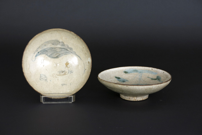 Two small Chinese 'Ming' porcelaindishes-