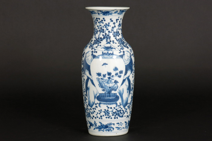 Chinese vase in marked porcelain-
