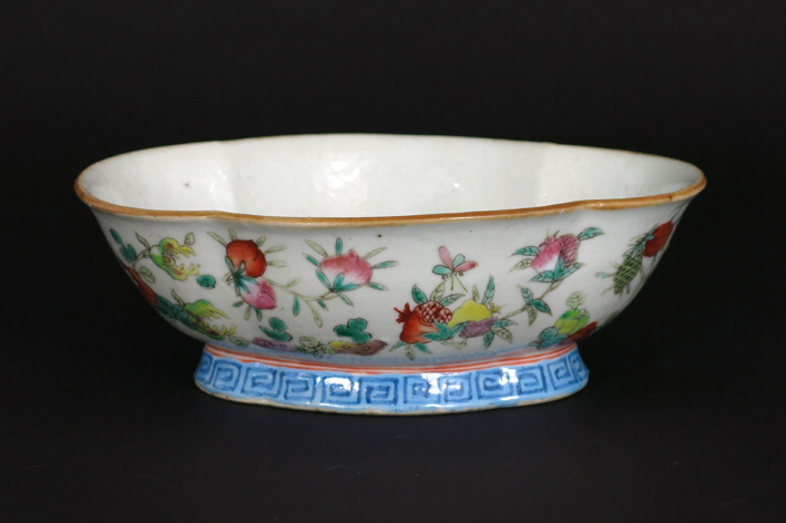 Oval Chinese bowl in marked porcelain-