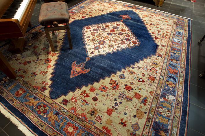 Turkish Azeri carpet in wool-