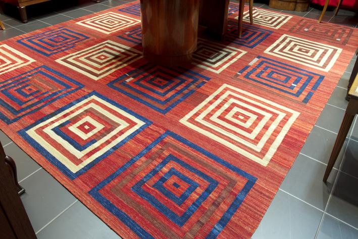 Modern kilim in wool-