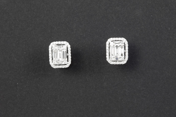 Pair of earrings in white gold (18 carat) with at least 0,55 carat of very high quality brilliant in baguette and classic cut-