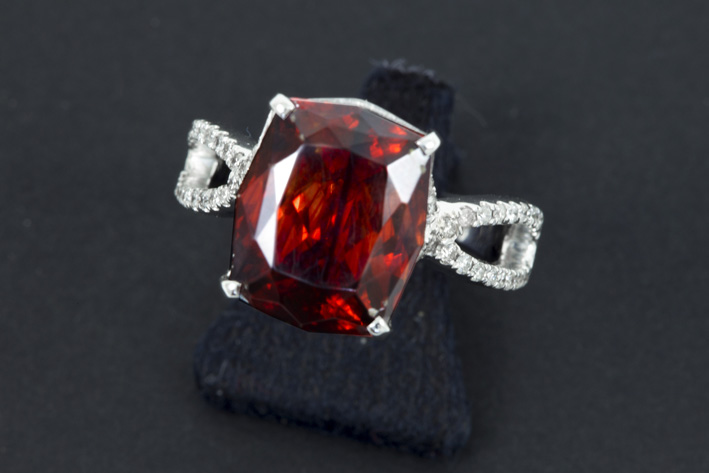 Ring in white gold (18 carat) with ca 0,50 carat of high quality brilliants and a real ca 8 carat spheralite with typical color-