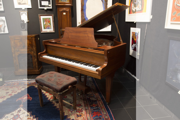 Grand piano in walnut and with steele frame-