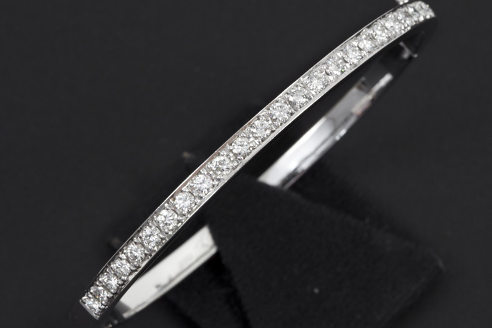 Bracelet in white gold (18 carat) with 2,40 carat of very high quality brilliant-